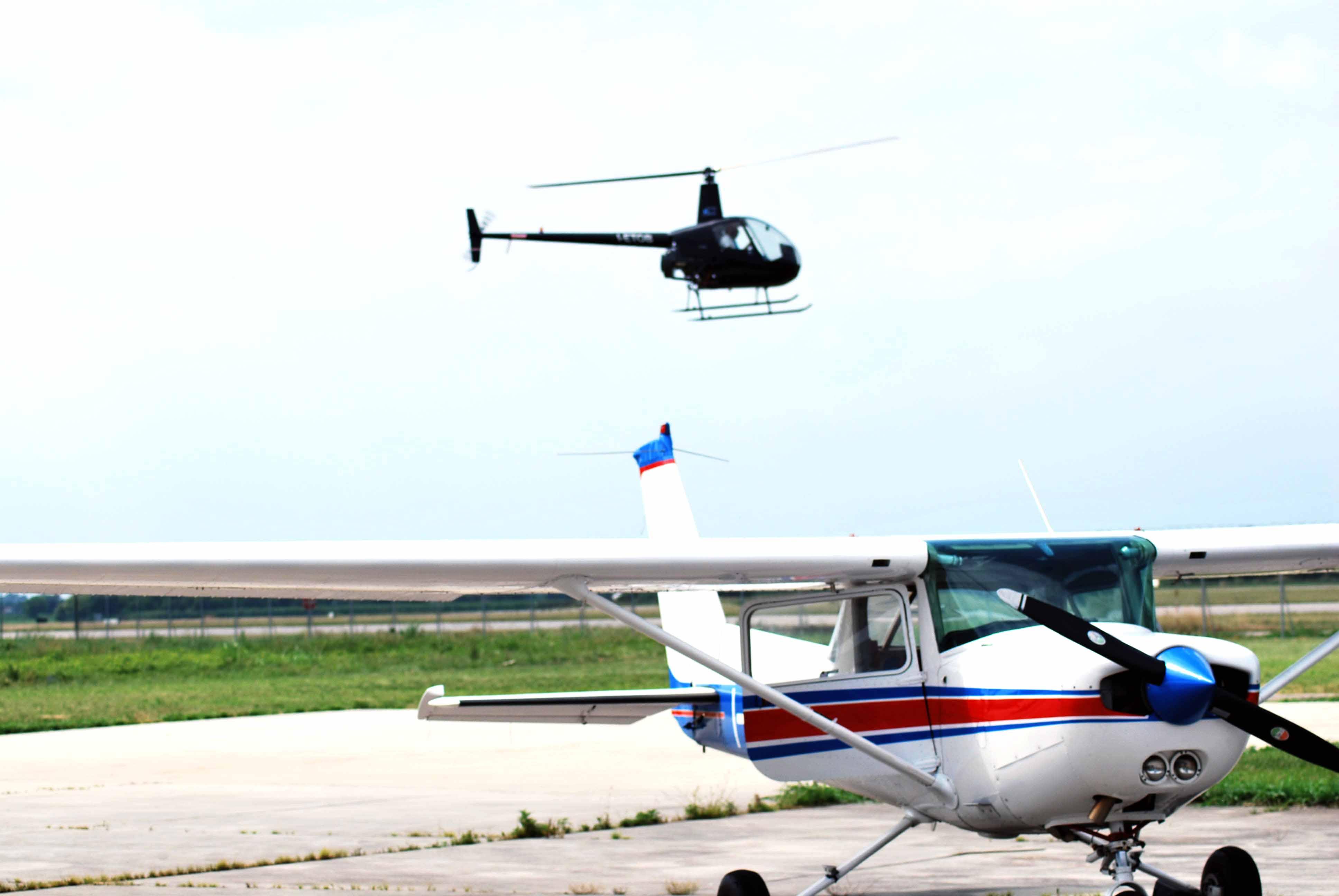 Elicottero E Aereo : Brevetti elicottero e scuola di pilotaggio elifriulia